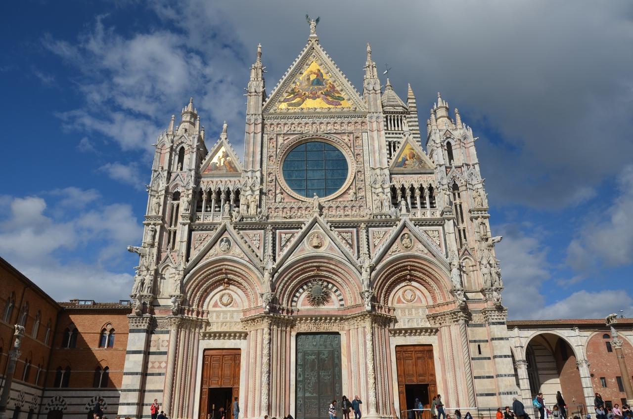 g7M5h1NltJg Сиена. Собор Санта-Мария-Ассунта (Duomo, Cathedral Santa Maria Assunta)