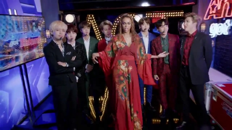 180912 BTS and Tyra Banks Show Off Their 'Idol' Dance Moves @ America's Got Talent 2018.mp4