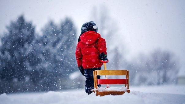 Когда идёт снег, мы снова чувствуем себя детьми.   ~Мир Красоты в цитатах, картинках, стихах. Зима.~