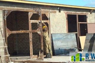 двустворчатые двери в многоквартирный дом входные металлические со стеклом стоимость