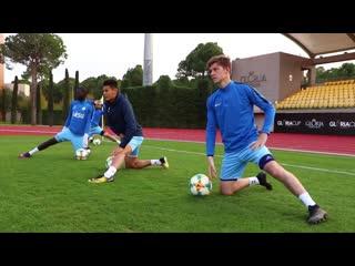 Вечерняя тренировка «Ордабасы»: упражнения с Милошем Йовтичем, сейвы вратарей и отработка ударов