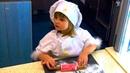 Video for kids Город Профессий. Завтрак для папы. Катя повар, готовит праздничную пиццу для детей.