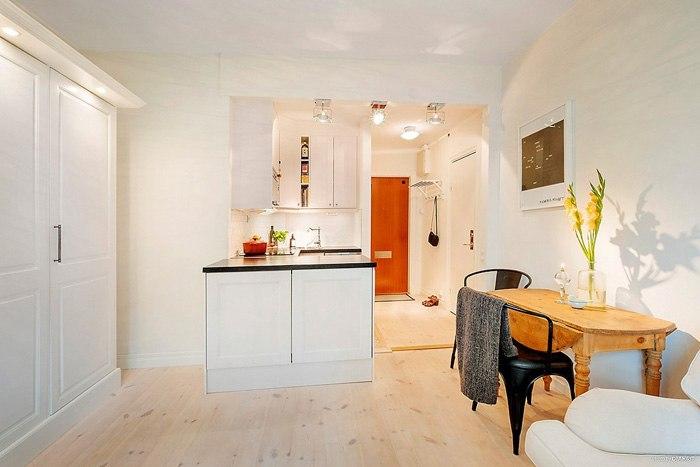Светлый интерьер квартиры-студии 34 м в Европе.