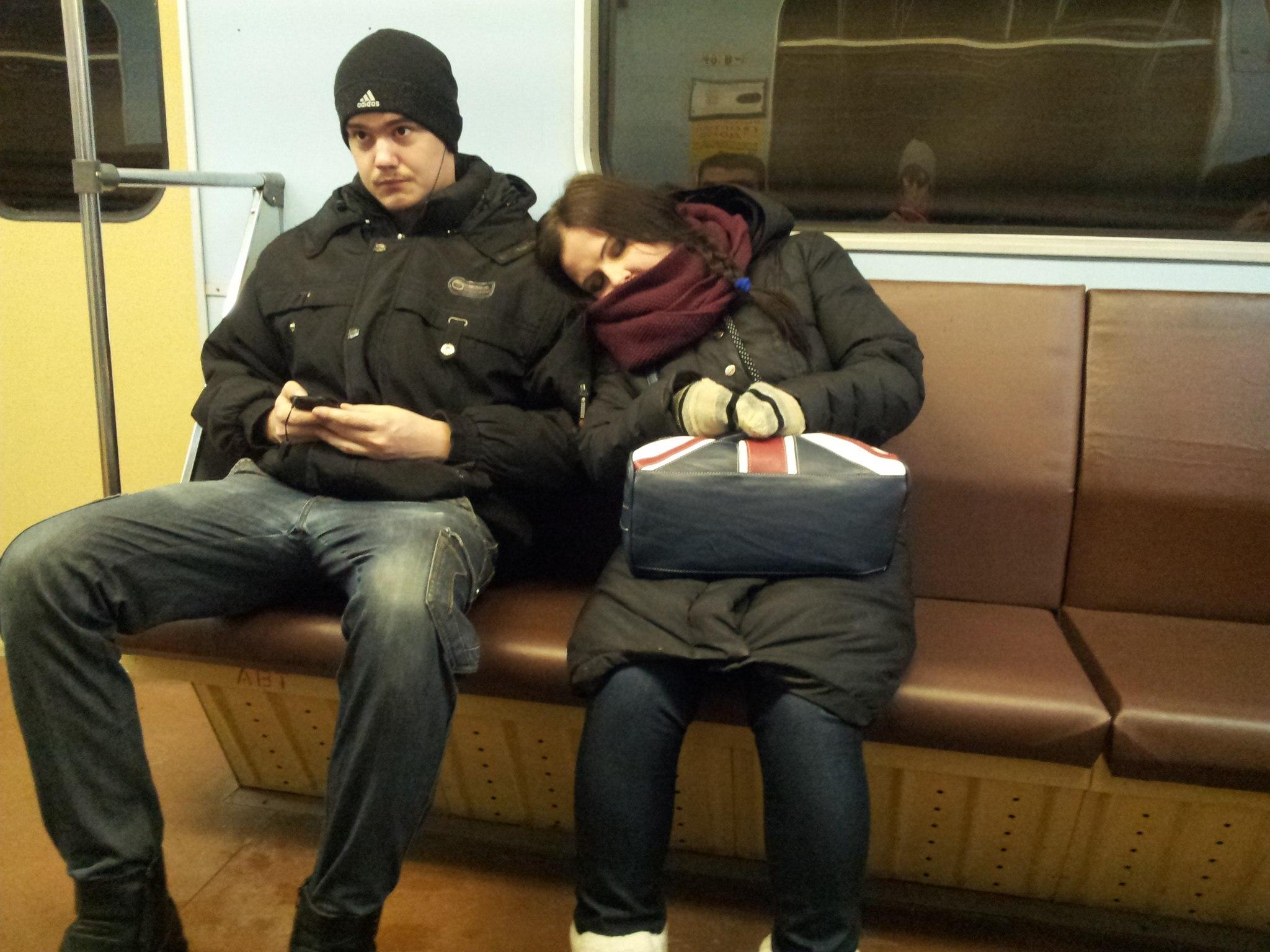 У парня встал в метро 2 фотография