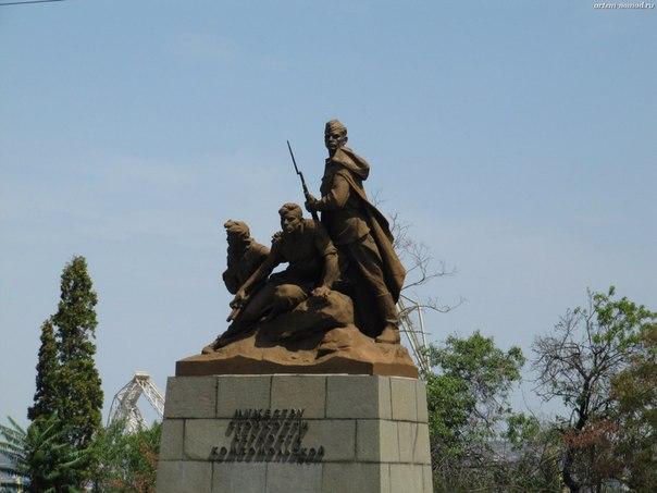 Комсомольцам участникам боёв за Севастополь