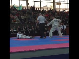 Иппон. Коварная вертуха в голову в Кёкусинкай карате. Подготовка бойца http://vk.com/oyama_mas