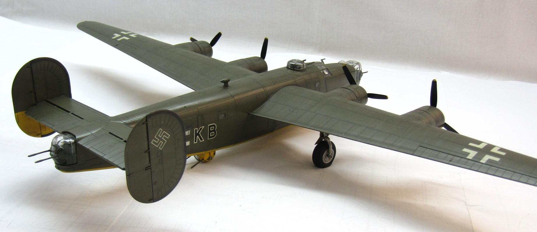 B-24H Liberator 1/72 (Academy) SqbMxzk_1V8