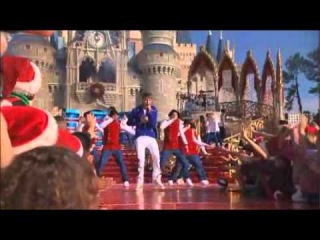 Justin Bieber - Mistletoe & Santa Clause is Coming to Town - Disney World Christmas Parade