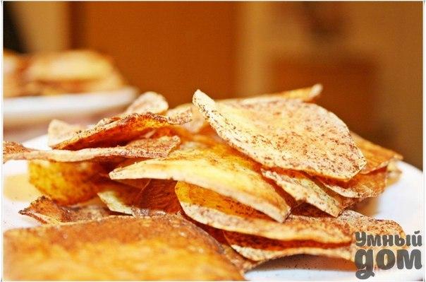 Чипсы в микроволновке за 10 минут! Это, пожалуй, самый быстрый и простой рецепт приготовления домашних чипсов. А самое главное - чипсы без каких-либо добавок, 100% натуральный продукт. Добиться это нам поможет микроволновая печь. Чипсы получаются очень вкусные. Для их приготовления потребуется всего 10 минут. Приготовление: 1. Картофелину нужно нарезать тоненькими дольками. Для нарезки можно использовать нож и специальную терку. 2. Далее следует промыть дольки холодной водой. Иначе их потом…