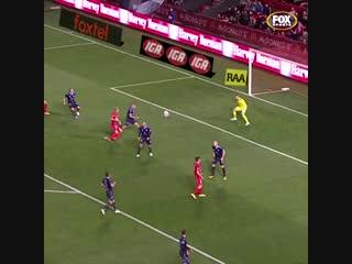 🇦🇺 Паренек открыл новый сезон австралийской А-Лиги сумасшедшей дугой в дальнюю девятку