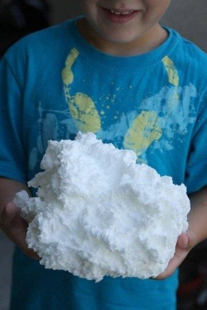 Положите мыло в микроволновку и включите её, подарите вашему ребенку или себе мыльное облако.