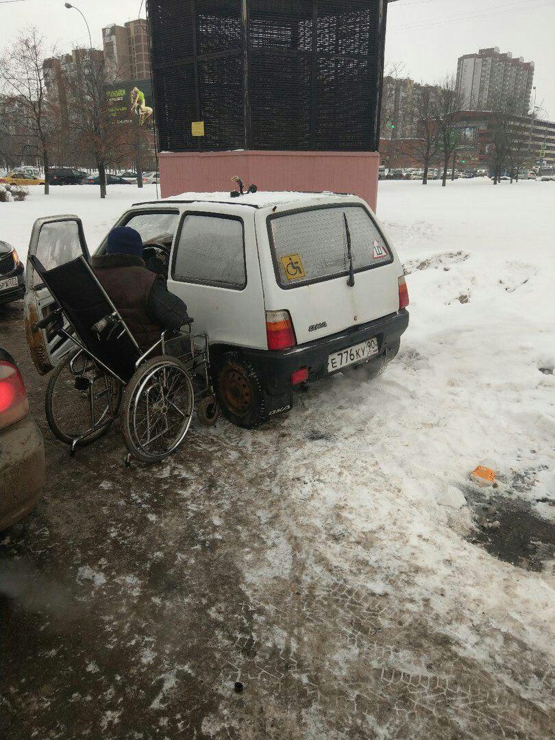 В Омске разыскивают родственников инвалида из Москвы