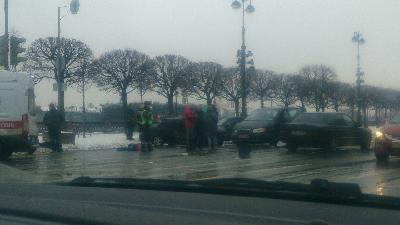 4 автомобиля столкнулись нанабережной Лейтенанта Шмидта