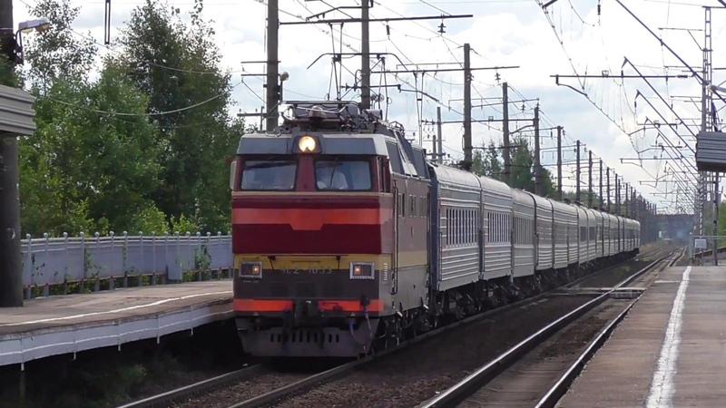 ЧС2Т-1033 со скорым поездом Тюмень - Санкт-Петербург следует через о.п. 7 км