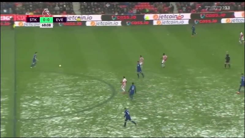 Дженк Тосун открывает счет в матче