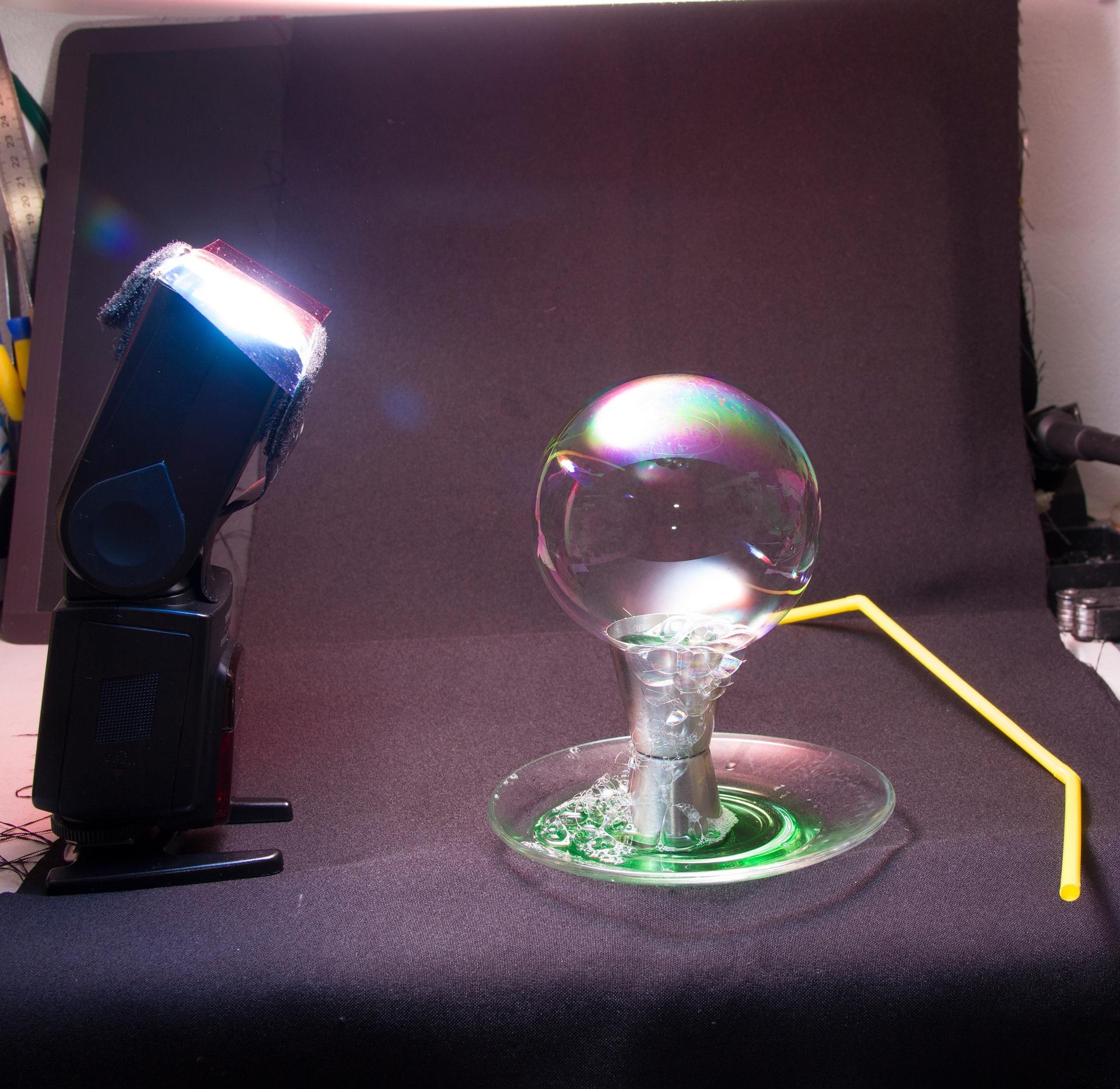 Поверхность мыльных пузырей похожа на фотографии планет