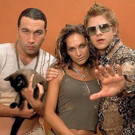 group Hi-Fi. Hi-Fi (англ. High Fidelity - высокая точность воспроизведения звука) - российская поп-группа из девяностых (1998 г.). Одна из немногих, кому удалось через много лет собрать