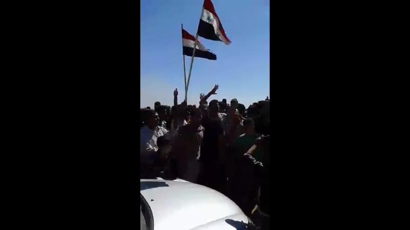 Митинг жителей из города Насиб, на границе с Иорданией, в поддержку Сирийской армии