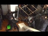 Насилие в видео: Украина хулиганы жестоко избили полицейские, гроза местных здании администрации