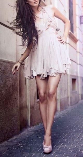 - У вас такой счастливый вид! Вы влюблены? - Да. В платье. - Очень разумно! Любовь без страха и без трудностей. -...