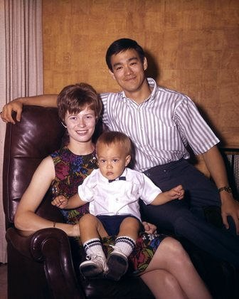 Брюс, жена Линда и сын Брэндон