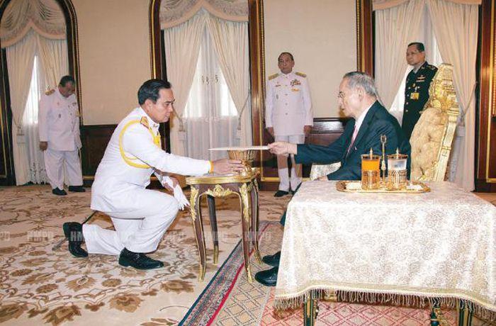 Его Величество одобрил временную Конституцию Таиланда