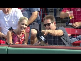 David duchovny chats about his experience visiting fenway park and the rivalry between the red sox and the yankees_04.08.2