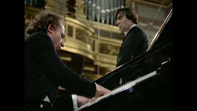 Брамс. Концерт для Фортепиано с Оркесторм No. 2, Си-бемоль Мажор. Солист: Маурицио Поллини. Дирижёр: Клаудио Аббадо - Венская Филармония.