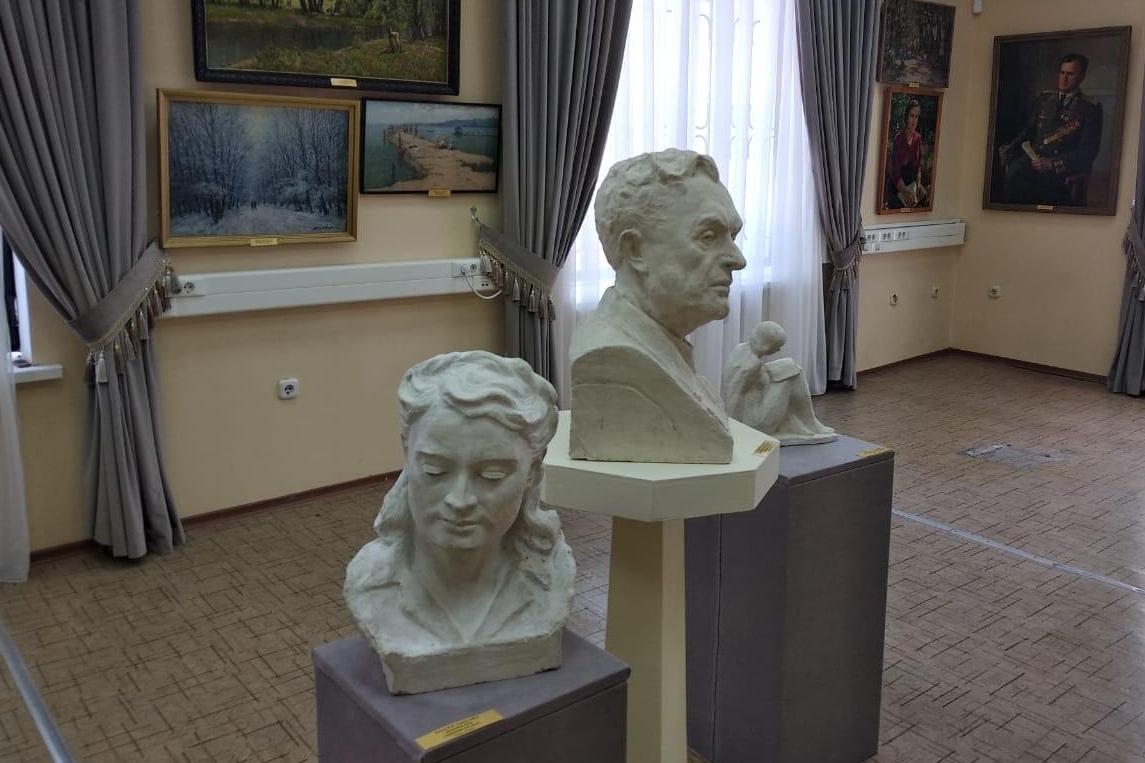 В новом здании Таганрогского художественного музея состоялось открытие выставки «Не подводя итоги…»
