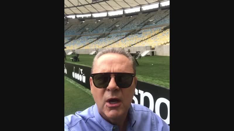 Luis Roberto disputa por lado do Maracanã