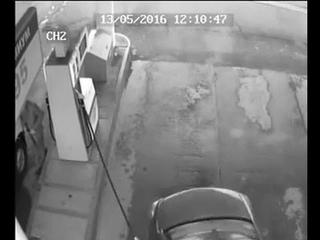 На АЗС в Башкирии мужчина получил серьезную травму головы от удара заправочным пистолетом