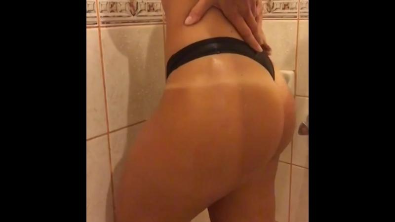 Сексуальная голая девушка в татуировках, не порно, loveheadshot, ins, swag, smoke, lady vamp [720p]