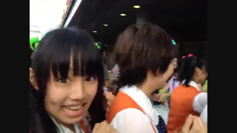 Shiritsu Ebisu Chuugaku is on TOKYO GIRLS STYLEs handshake. TIF 2012