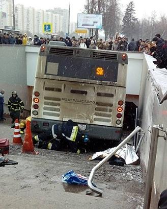 Водителя автобуса, сбившего людей на Славянском бульваре приговорили к 4 годам колонии 19 декабря