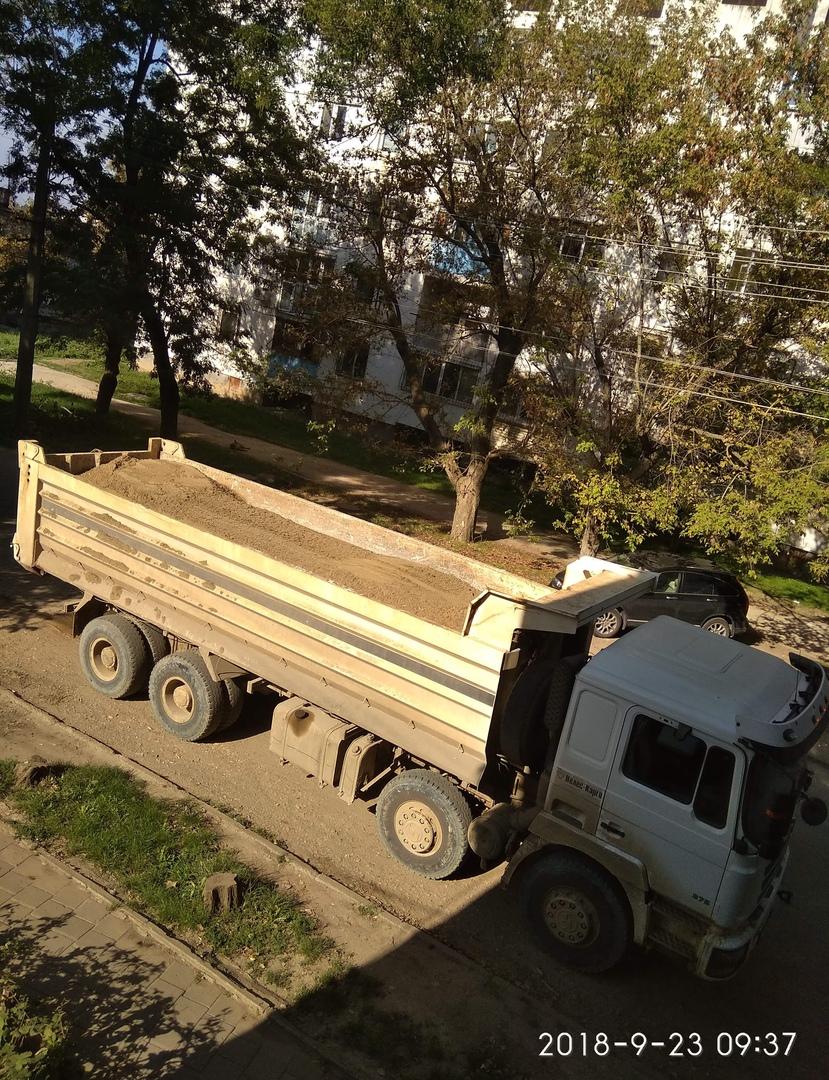 Машина с песком с Нижне-Чурбашского хвостохранилища