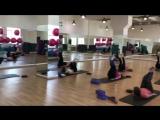 ABS+Stretch – представляет собой силовой урок для тренировки мышц брюшного пресса и спины в комбинации на растягивание основных