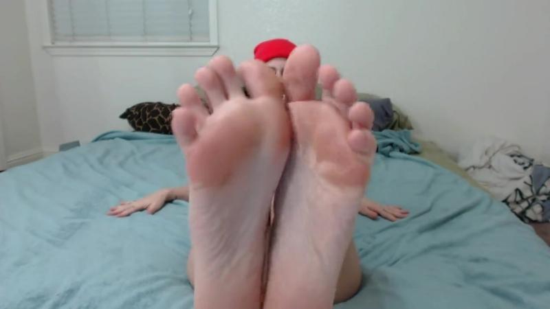 Emo girl candid soles on webcam