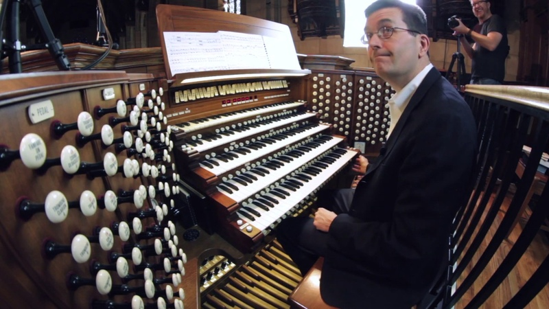 J. S. Bach - Toccata in D minor (played by John Sherer on Chicagos largest pipe organ)
