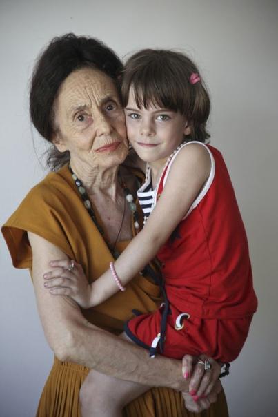 Женщина родила первого ребенка в возрасте 66 лет и попала в Книгу рекордов Гиннеса как самая старая мать в мире. Когда Адриане Илиеску было 20 лет она вышла замуж. Муж был категорически против