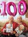 Сестрам-близнецам исполнилось 100 лет! Сама королева их поздравила…