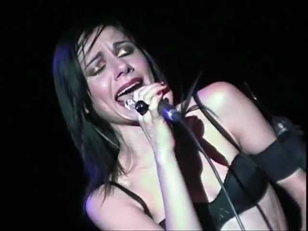 PJ HARVEY - THE WHORES HUSTLE (LIVE) - FIB 2001 FESTIVAL DE BENICASSIM
