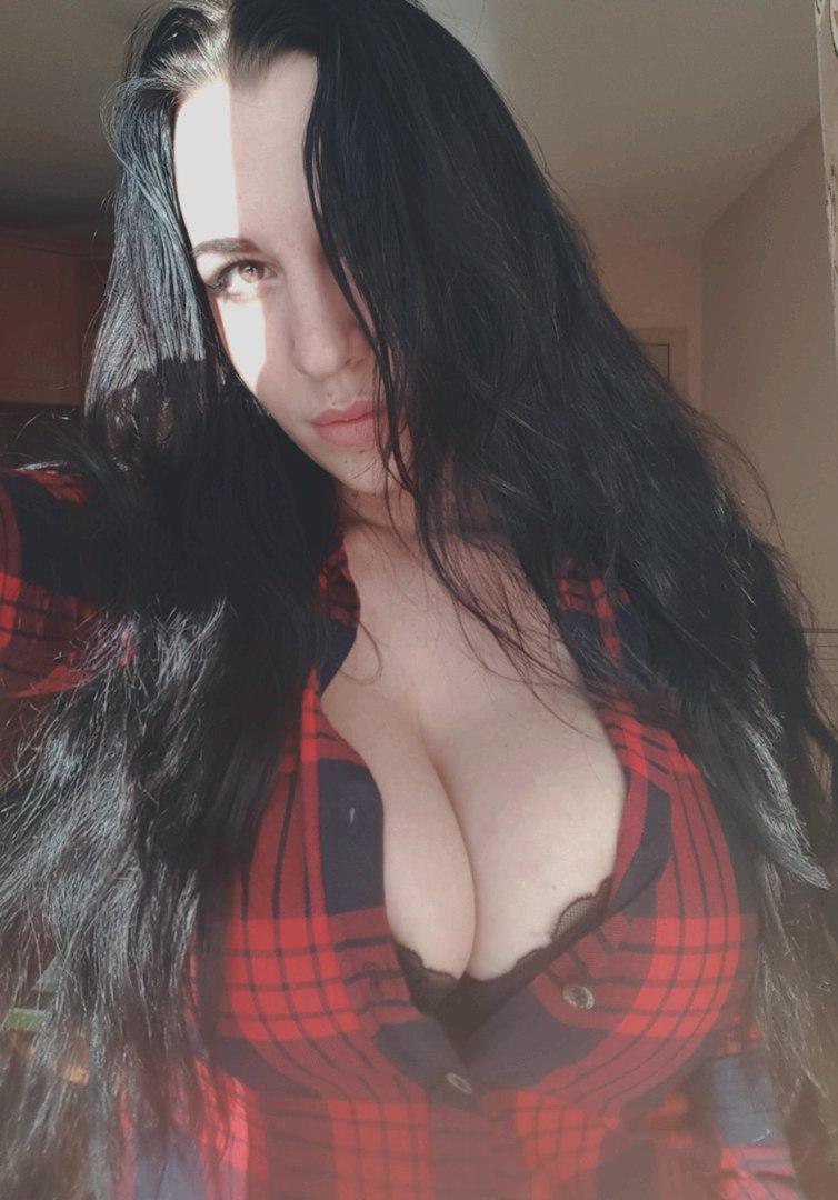 Hot blonde masturbiert mit einem Dildo rau