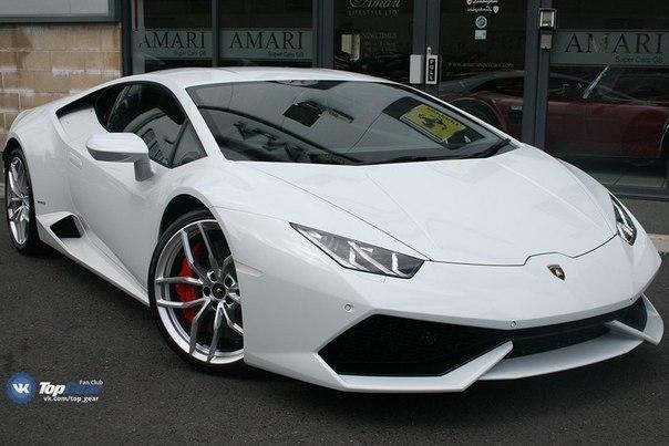 Lamborghini Huracan LP610-4 5.2L V10 ATMO Мощность: 610 л.с. Крутящий момент: 560 Нм Привод: Полный Макс. скорость: 325 км/ч Разгон до сотни: 3 сек Масса: 1422 кг