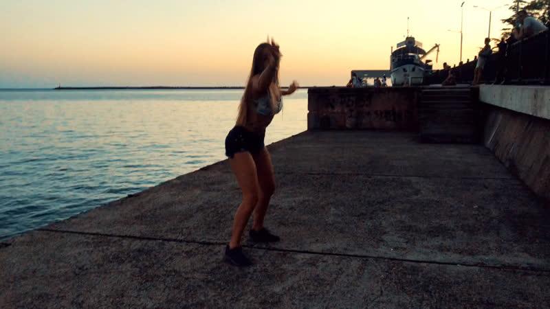 Dancehall by Sasha Kupriyanova
