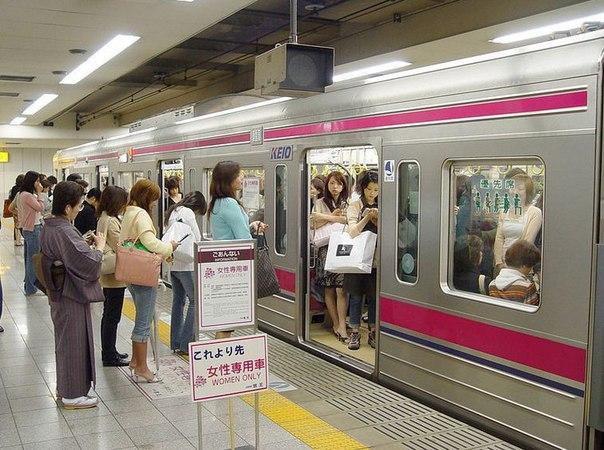 Приставания в японском метро