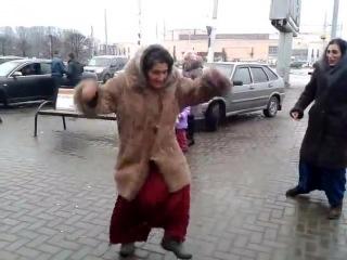 tsigane-kino-porno-foto-pereodevaniya-devushek-pered-skritoy-kameri