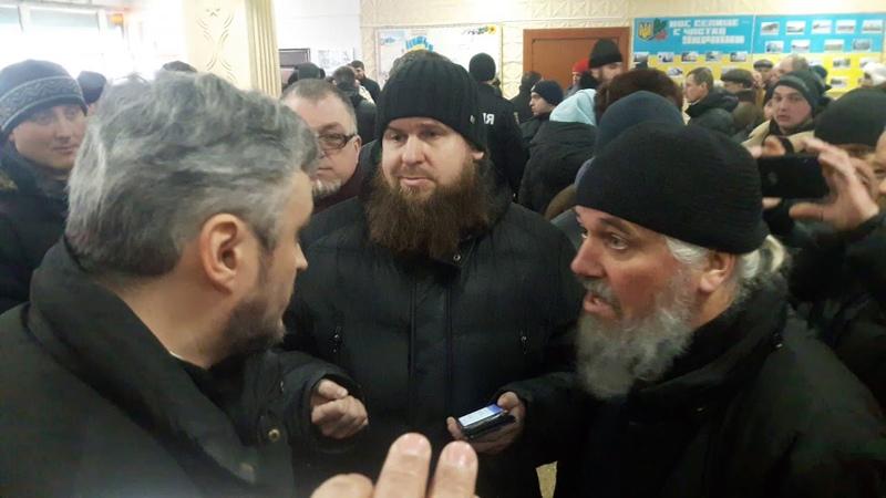 10 на одного Це у Вороновиці московські попи напали на секретаря владики Симеона ч3