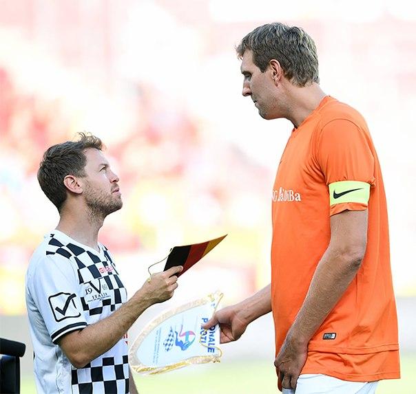 В преддверии Гран-при Германии состоялся футбольный матч в поддержку семикратного чемпиона мира «Формулы-1» Михаэля Шумахера,