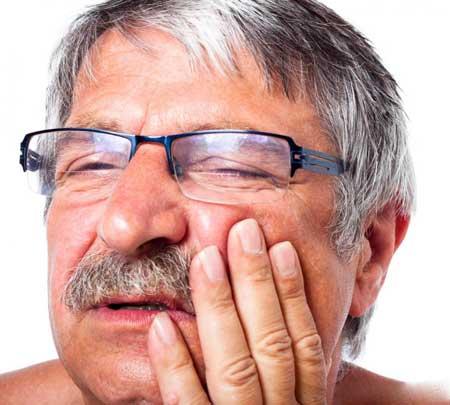 Акриловые протезы известны тем, что вызывают боль и дискомфорт.