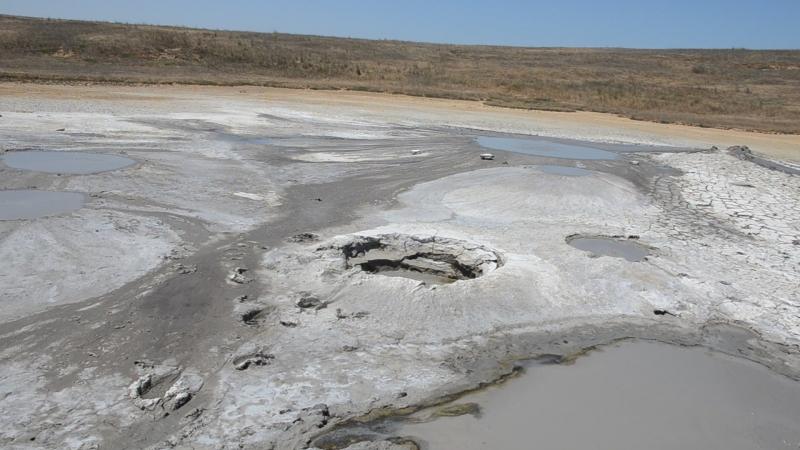 Куча кратеров грязевых . пузырчатых))